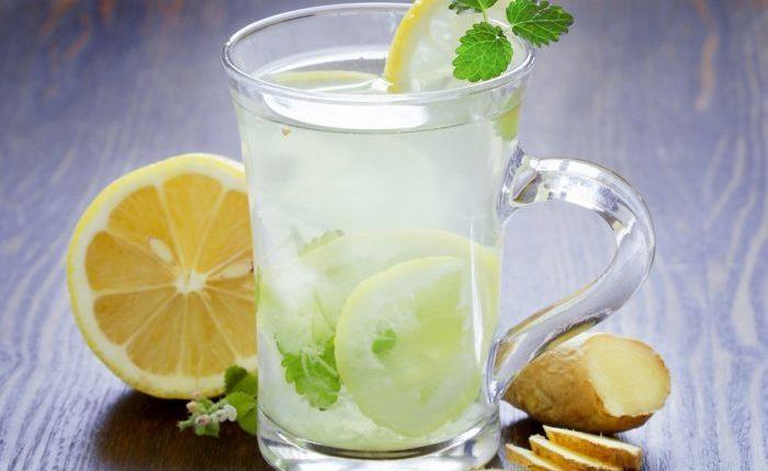 Topla voda i limun: Doručak za mršanje?