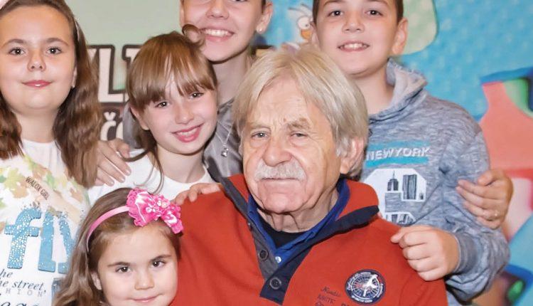 Ljubivoje Ršumović: Djecu treba odgajati po ugledu na laste