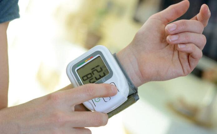 Zašto je važno mjeriti pritisak na obje ruke