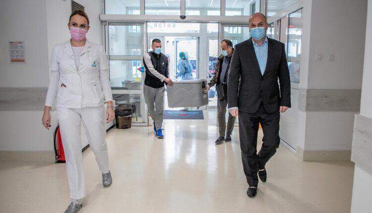 300 doza vakcine Sputnjik V za štićenike i zaposlene Doma za stare u Risnu