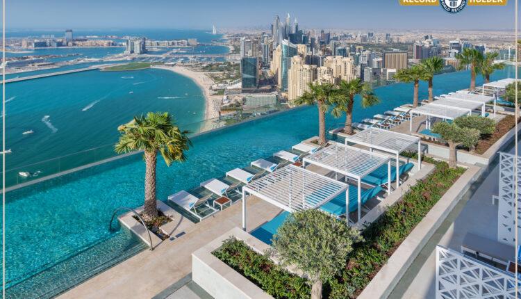 """U Dubaiju otvoren impresivni """"beskrajni"""" bazen, najveći na svijetu"""