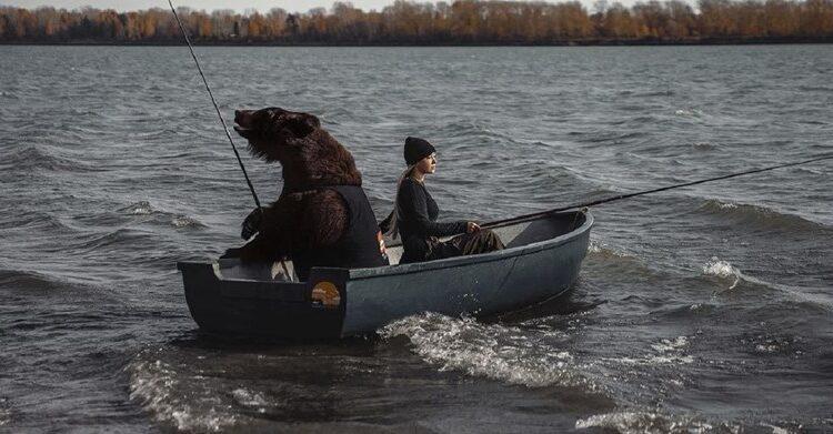 Video cure i medvjeda u čamcu postao hit
