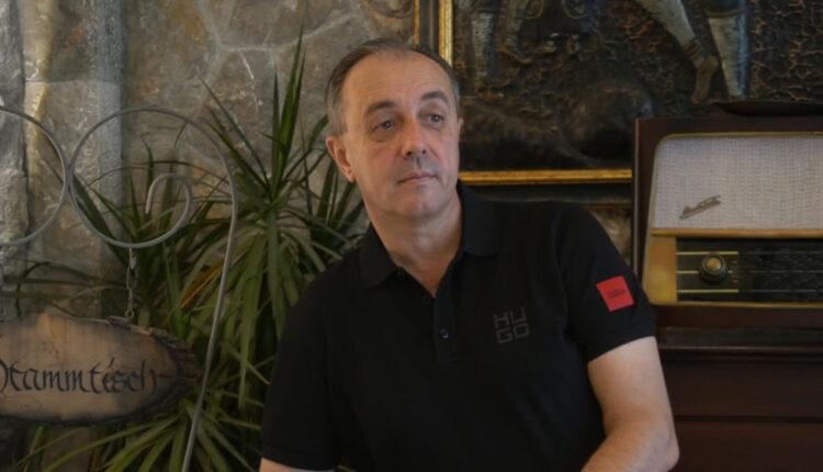 """Esad Merulić objavio novu pjesmu """"Zaplakat će konobari"""", publika je smatra nasljednicom megahita """"Žale godine"""""""